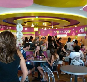 Menchies_crowd